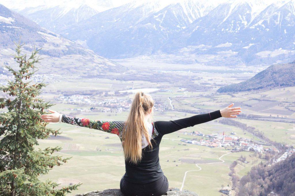 Bagni nel bosco e yoga nei Belvita Leading Wellnesshotels Südtirol Il gruppo Belvita Leading Wellnesshotels Südtirol pensa alla imminente stagione estiva e propone pacchetti soggiorno e wellness che comprendono attività outdoor a diretto contatto con la natura; in particolare la pratica del bagno nel bosco e iniziative di meditazione che donano benefici per il sistema nervoso, immunitario e ormonale.