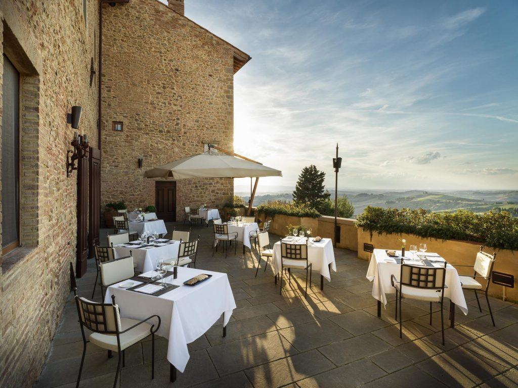 Borgo Castelfalfi - terrazza del ristorante La Rocca