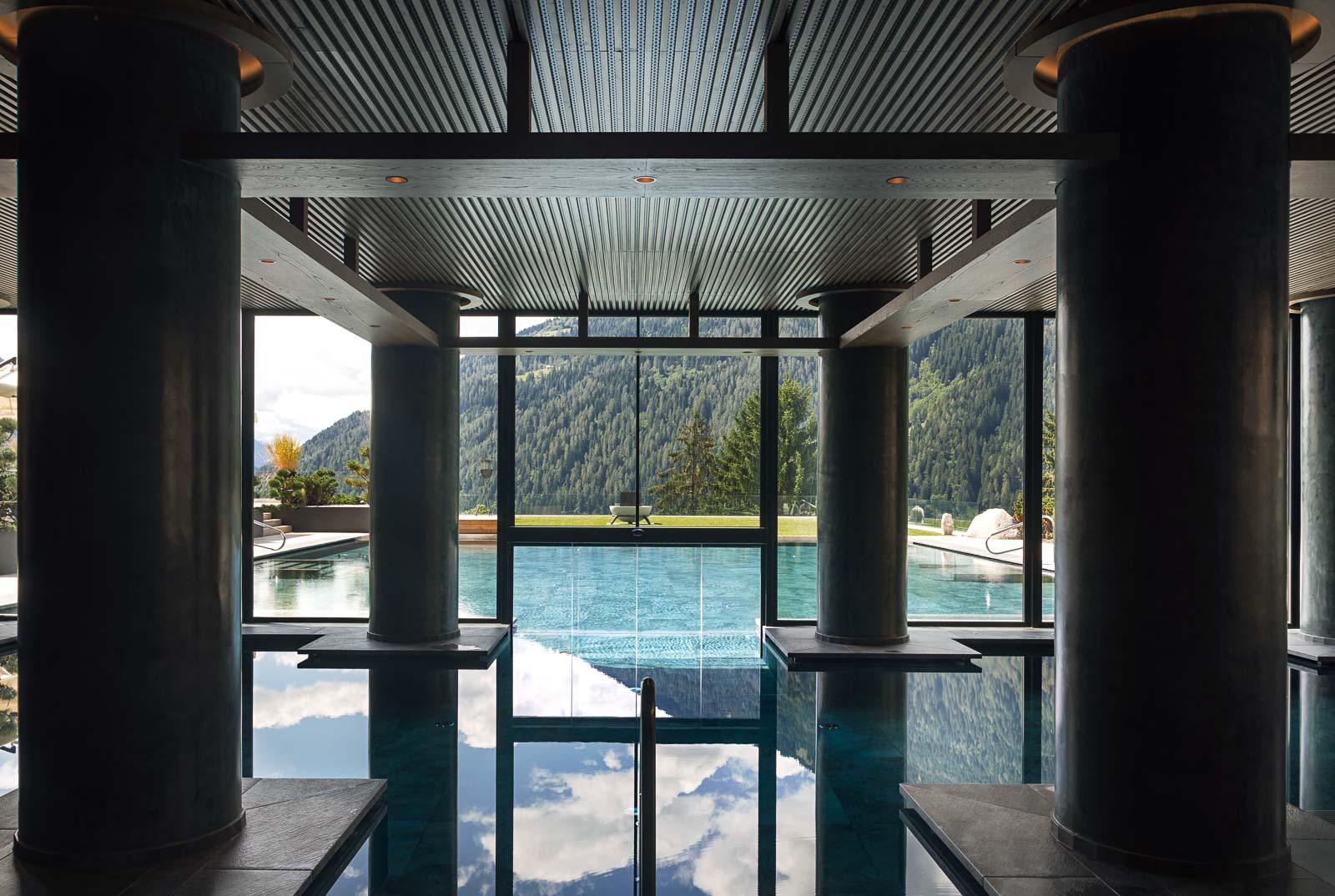 La Indoor Pool del Lefay Resort SPA Dolomiti. Foto: Mattia Aquila