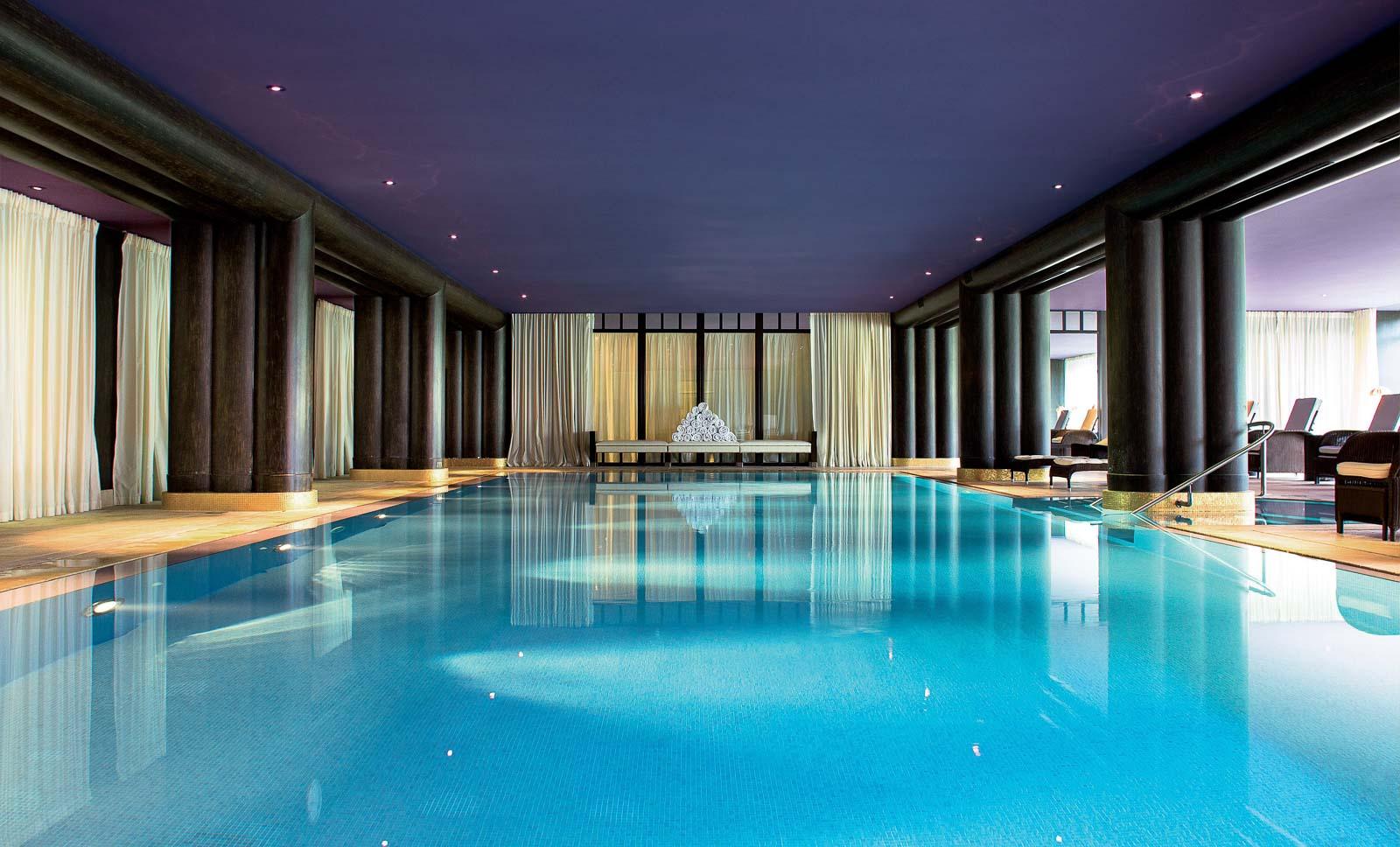 La Réserve Genève piscina interna